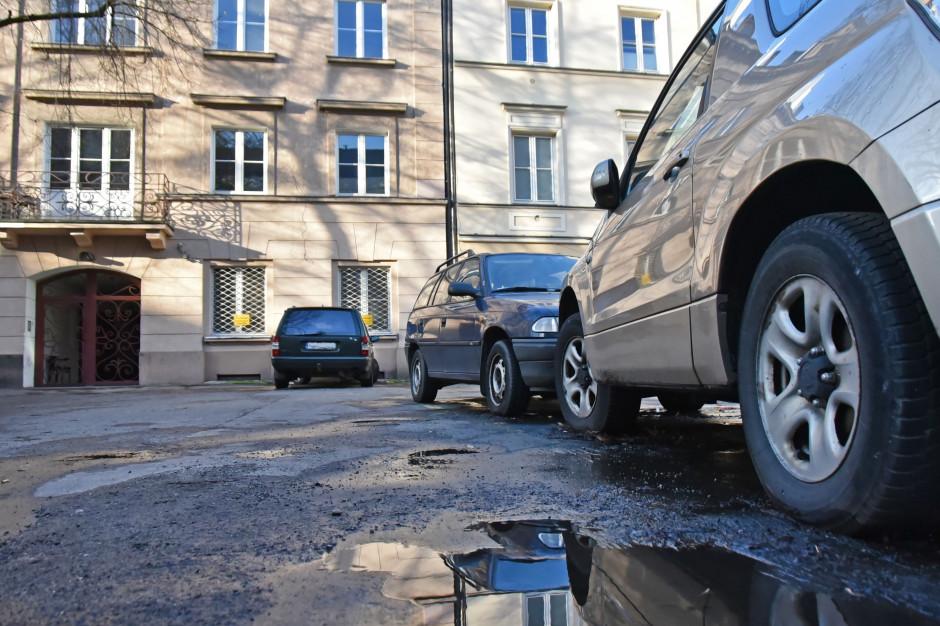 Stop dla dzikiego parkowania na podwórkach