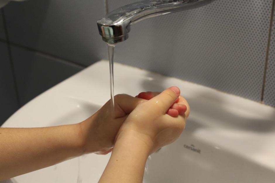 Szkolny robot pokaże uczniom jak myć ręce