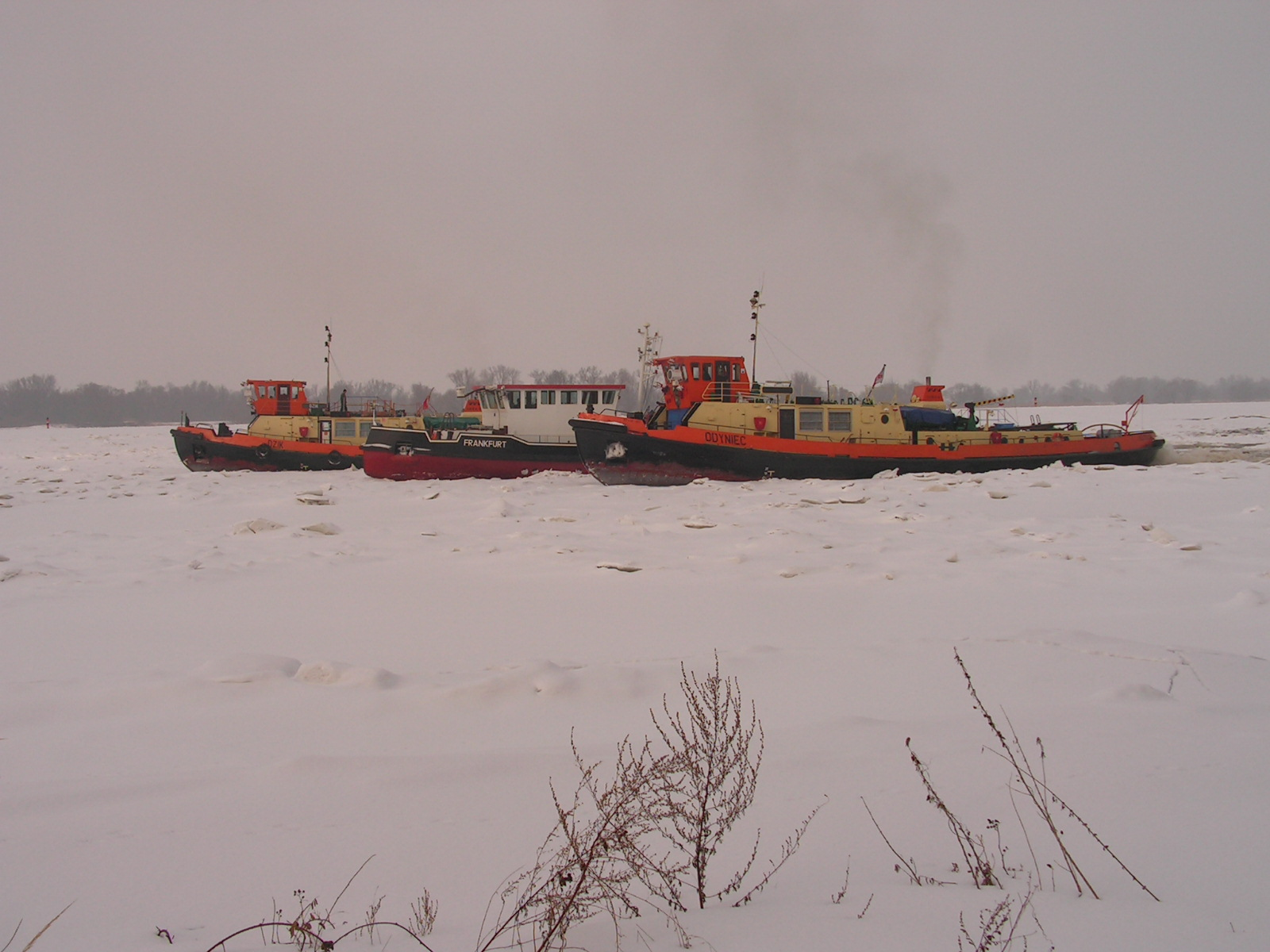 Akcja lodołamania w lutym 2010 r.(fot. ZRGW Szczecin)