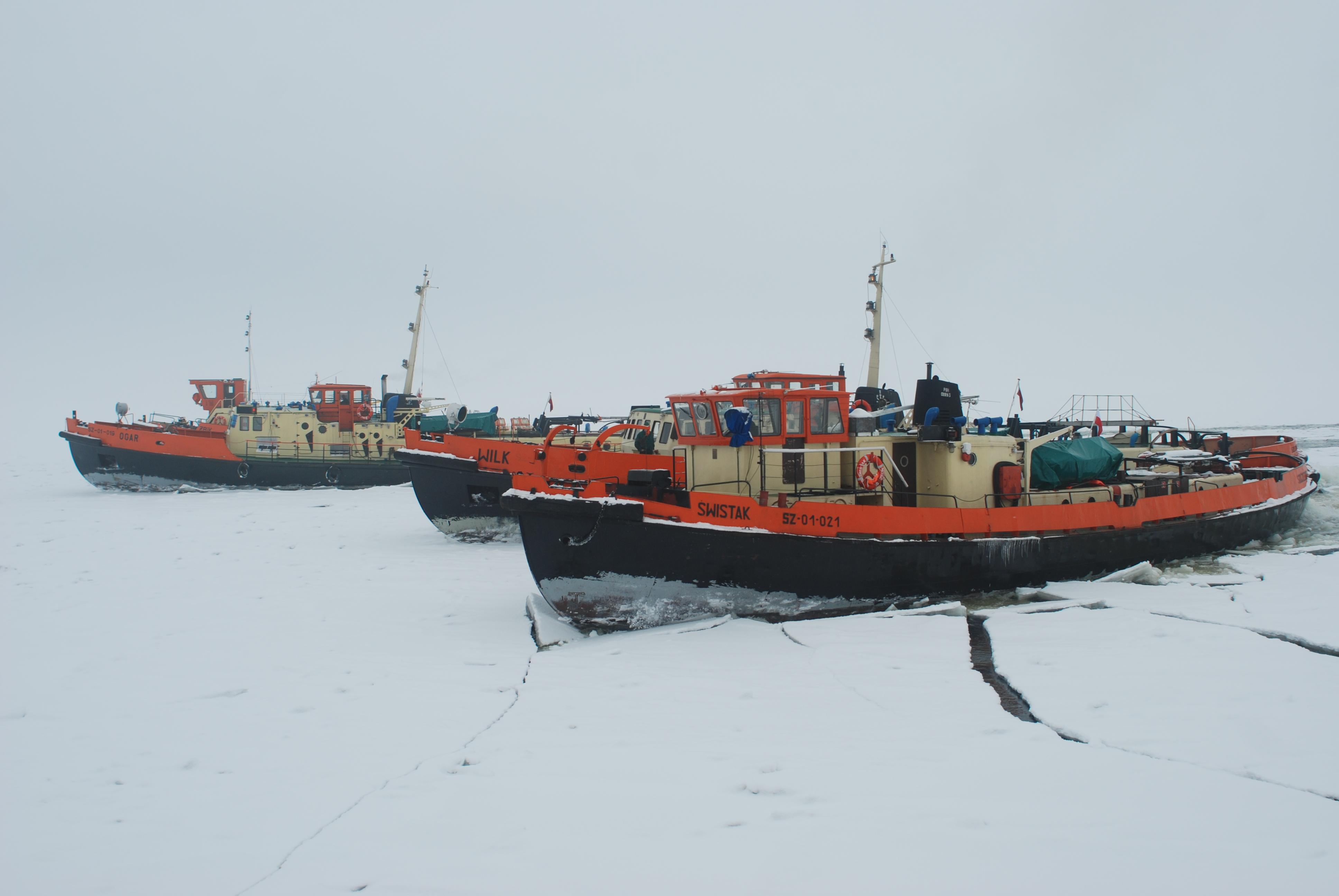 Akcja lodołamania na jeziorze Dąbie