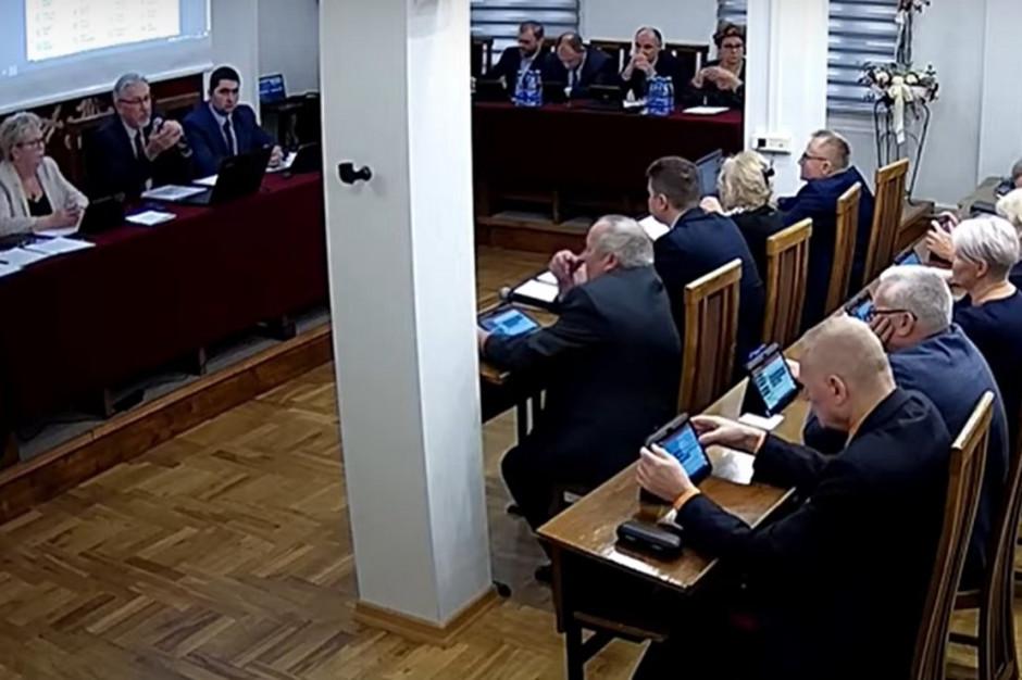Przewodniczący podarł wniosek mieszkańca o udzielenie głosu