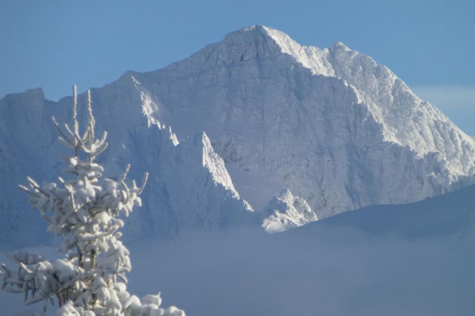 Trudne warunki w górach; w Beskidach dwie akcje ratunkowe
