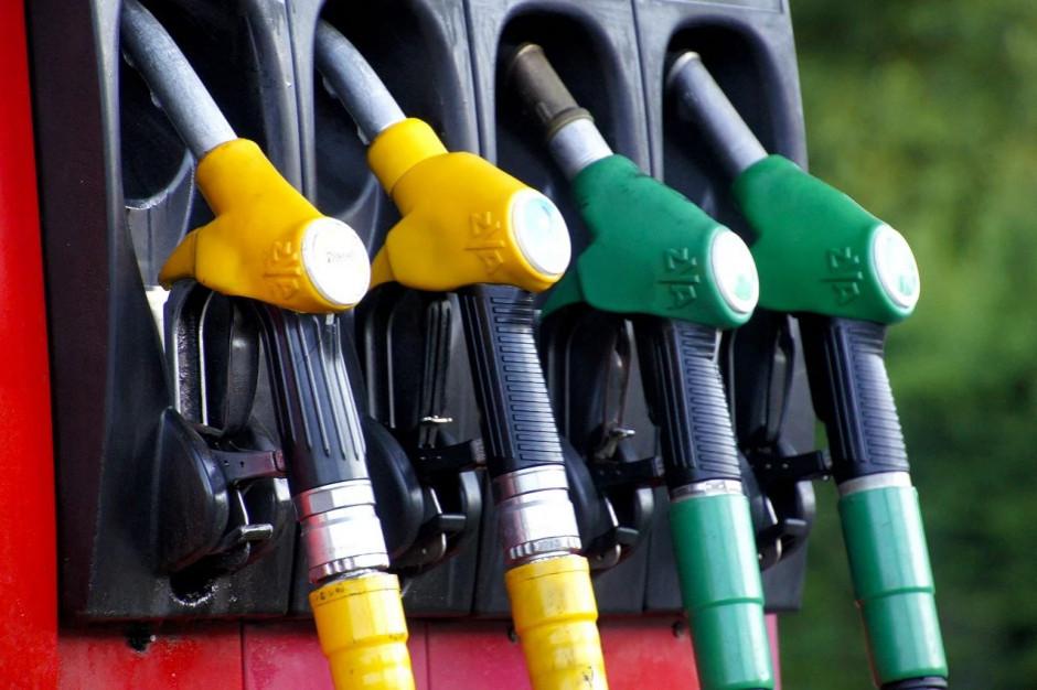 Szanse na dalsze obniżki cen na stacjach paliw coraz mniejsze