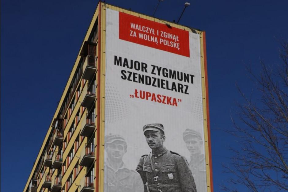 """Białystok: Wpłynął protest ws. billboardu upamiętniającego """"Łupaszkę"""""""