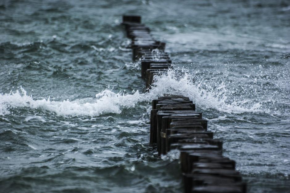 Pomorskie: Wzrost poziomu wód, sztorm i silny wiatr