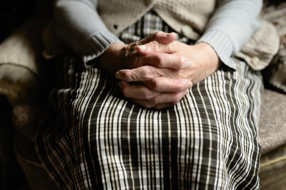 Łódź: HaloFon sposobem na samotność seniorów
