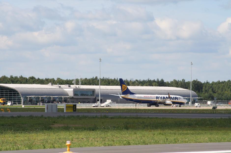 Ryanair tnie połączenia z Modlina. Co z rozbudową lotniska?