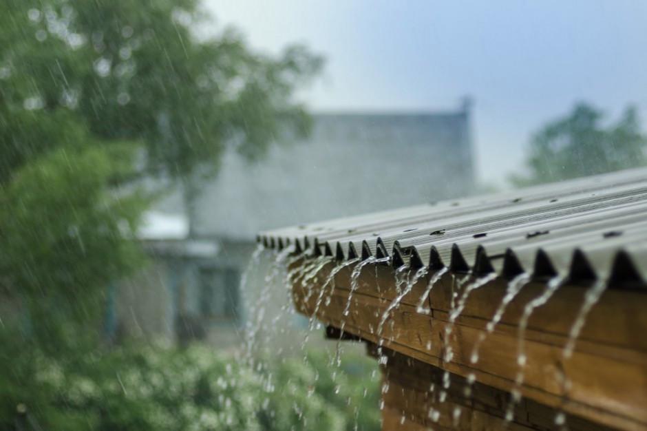 Odprowadzanie deszczówki do kanałów sanitarnych to norma