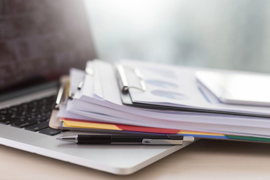 Zdaniem samorządowców, wśród wniosków o dostęp do informacji publicznej są takie, których celem nie jest dobro publiczne (fot. Shutterstock.com)