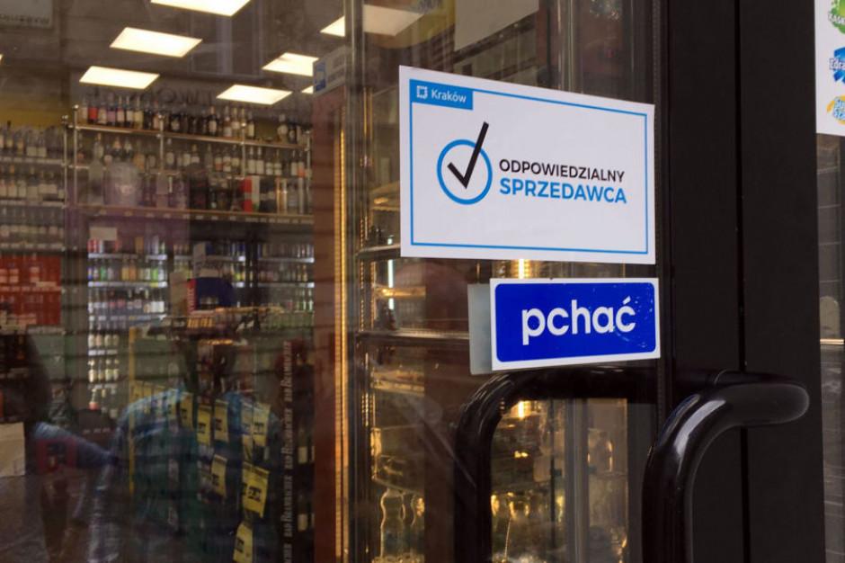 Mniej interwencji policji dzięki zakazowi nocnej sprzedaży alkoholu w Krakowie