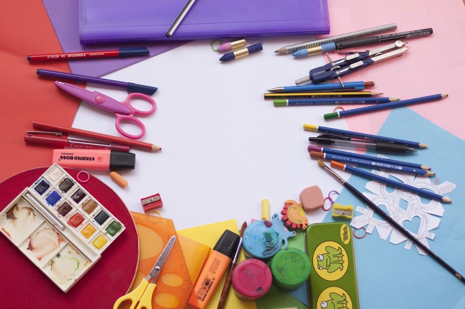 Świadczenie przysługuje raz w roku na dziecko uczące się w szkole, aż do ukończenia przez nie 20 lat. Dzieci niepełnosprawne mogą otrzymać świadczenie do ukończenia 24 lat (fot. pixabay.com)