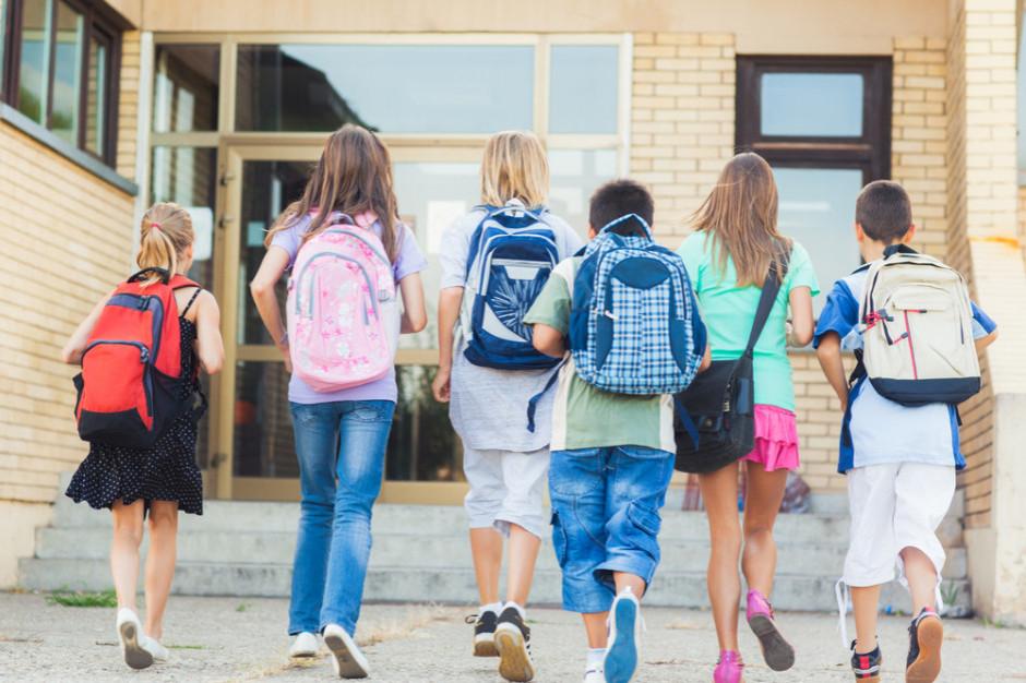 Szkoły już rekrutują pierwszaków. Mają powody do pośpiechu
