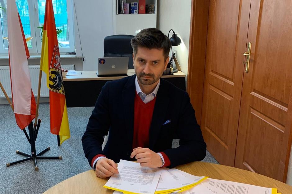 """Skargi na uchwały anty-LGBT w całej Polsce. """"Naruszają zakaz dyskryminacji"""""""