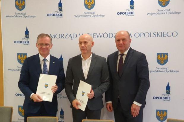 Podpisanie umowy (fot.opolskie.pl)