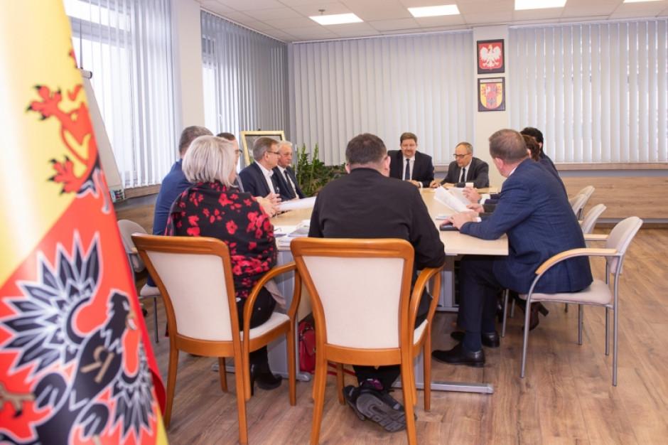 Łódź: Sejmik przyjął stanowisko w sprawie planowanego przebiegu Kolei Dużych Prędkości w Łódzkiem