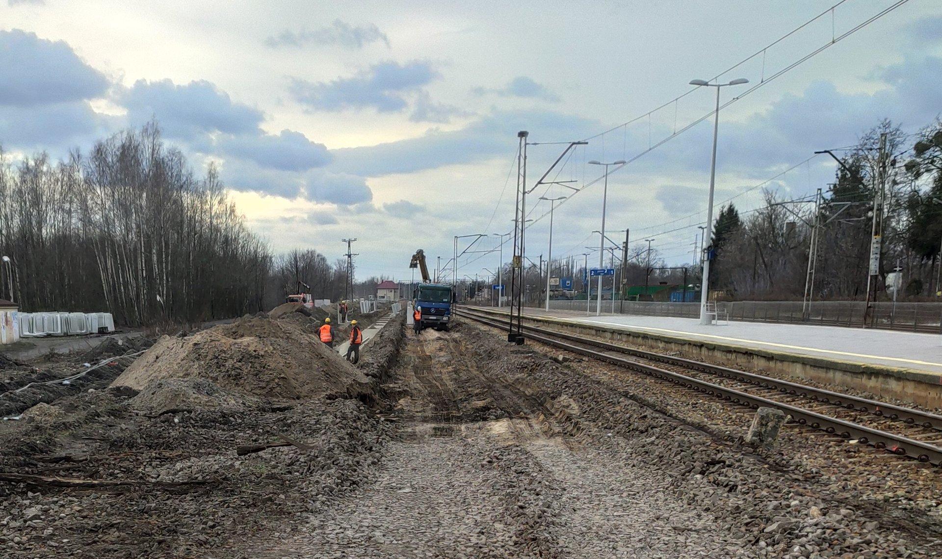 W sumie inwestycje na odcinku Łódź Kaliska Zgierz obejmują m.in. pięć peronów, 25 km torów, 48 rozjazdów, trzy mosty i trzy wiadukty (fot. plk-sa.pl)