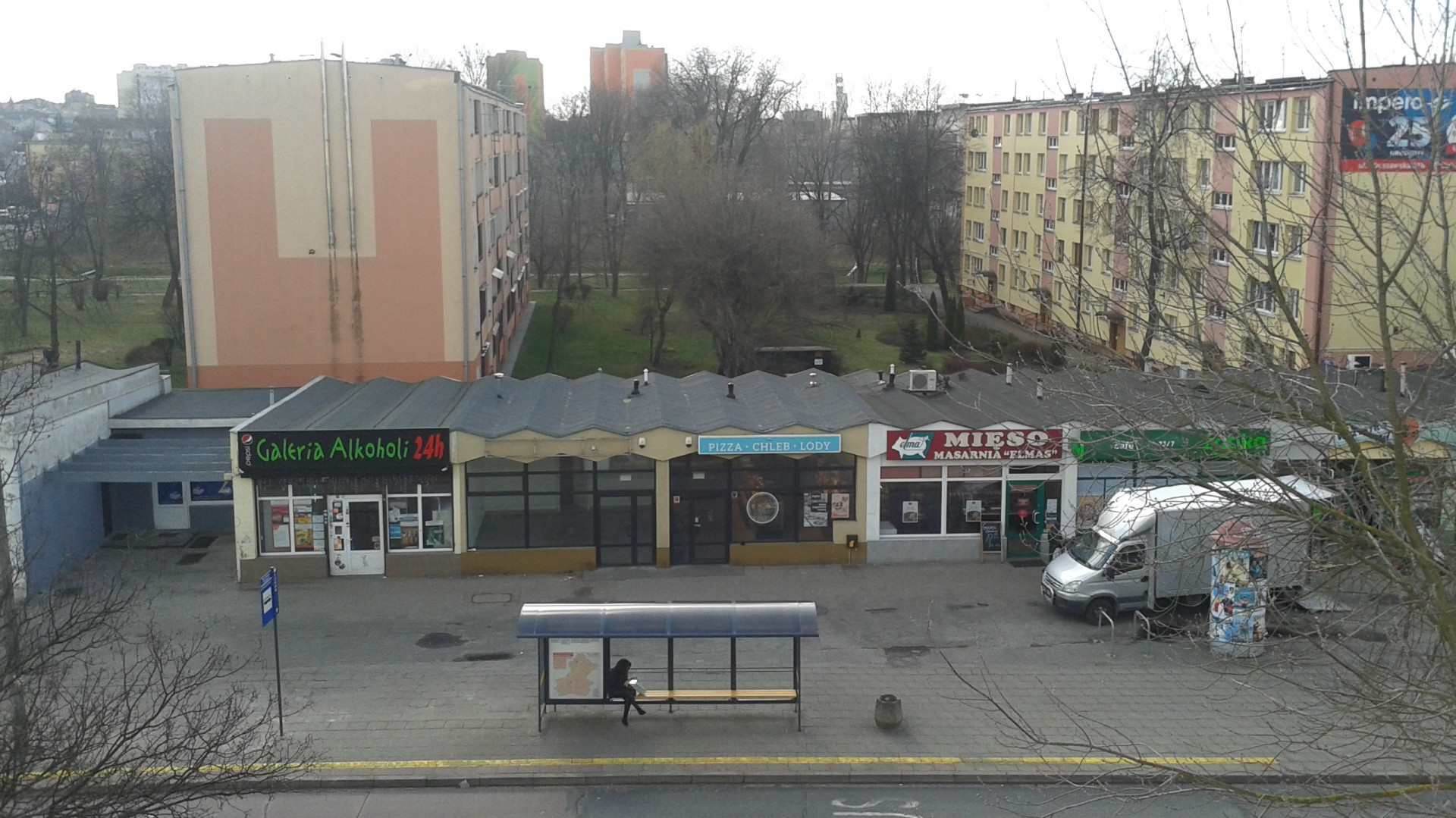 Betonowy skwer na wiosnę zamieni się w zieleniec (fot. zielona akcja)