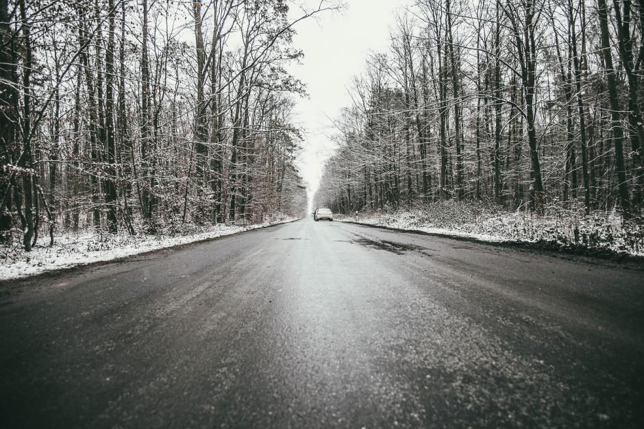 IMGW: na południu Polski w nocy i nad ranem drogi mogą być śliskie