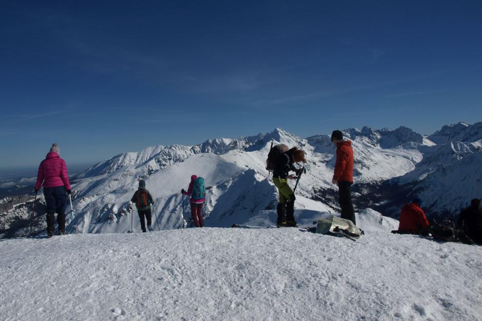 W Tatrach lawinowa trójka i trudne warunki turystyczne