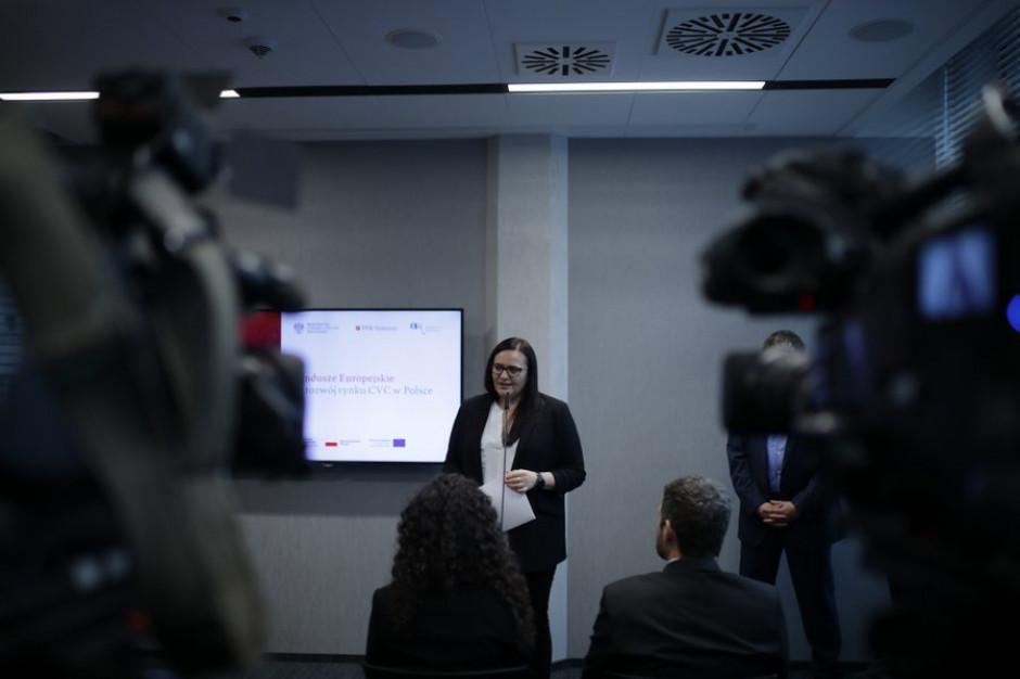 W ciągu 100 dni podpisano 3789 umów o dofinansowanie z funduszy UE- podało Ministerstwo Funduszy i Polityki Regionalnej