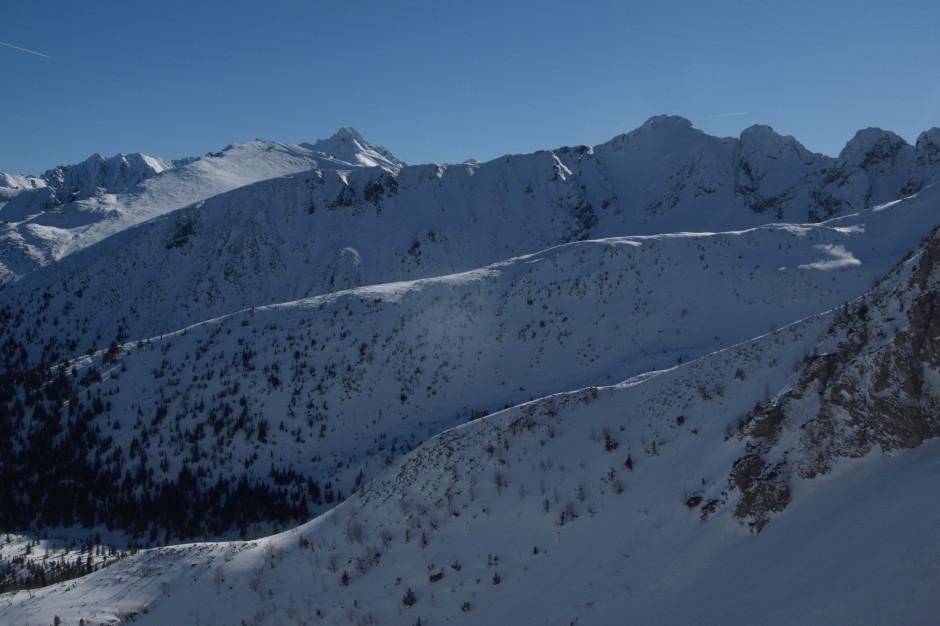 W Tatrach bardzo trudne warunki - lawiny schodzą samoczynnie