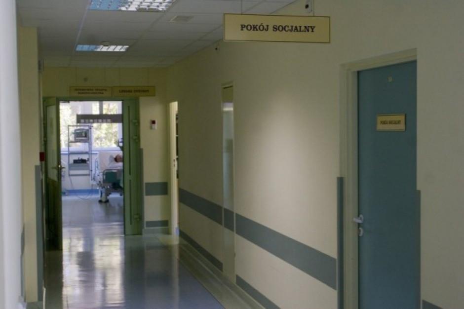 W związku z zagrożeniem koronawirusem część szpitali wprowadza zakazy odwiedzin