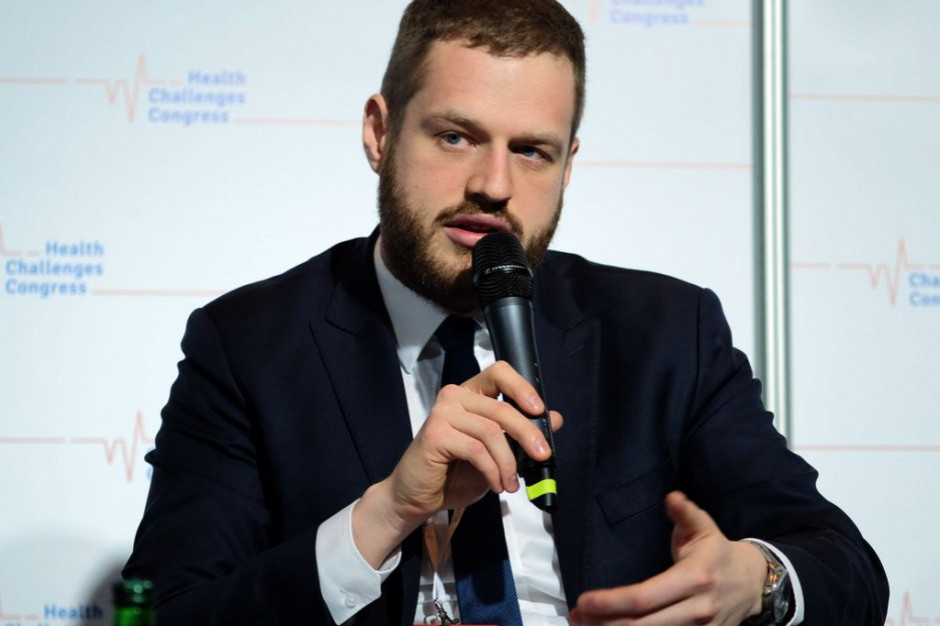 Wiceminister zdrowia tłumaczy zakup testów na wykrycie koronawirusa