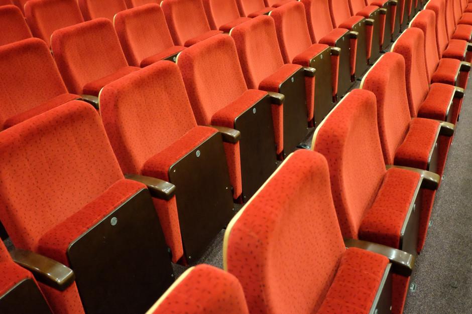 Teatry czeka trudny powrót do działalności