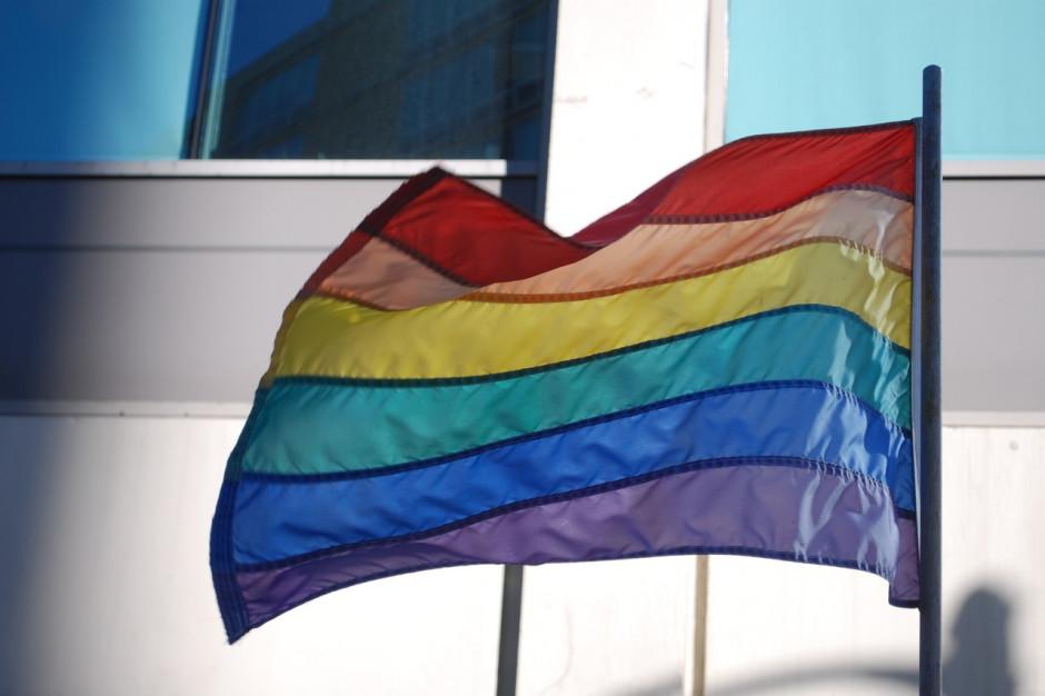 Prezydent stolicy: tęczowa flaga nie powinna nikogo obrażać