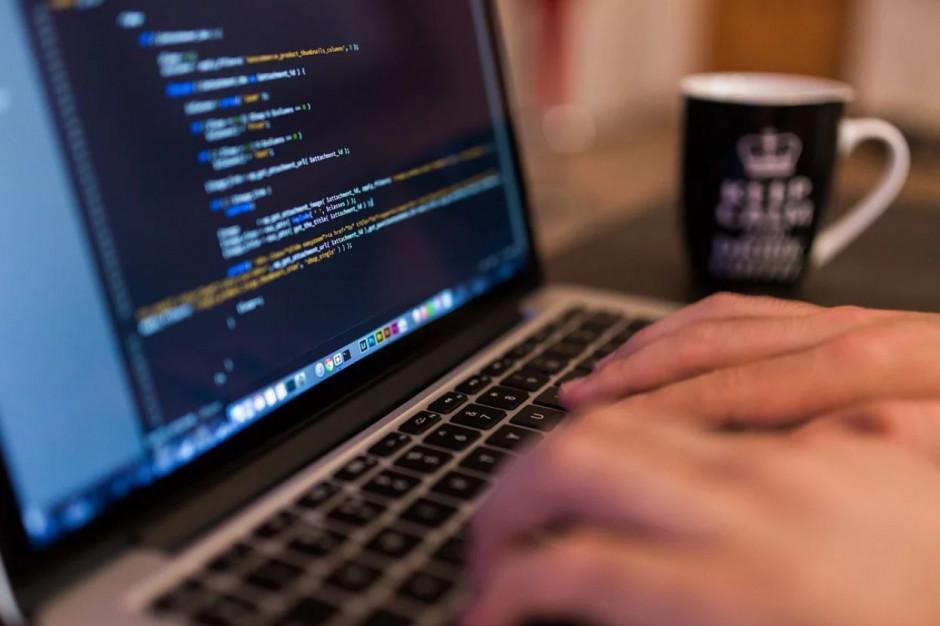 Otwieranie danych. Ministerstwo Cyfryzacji i Fundacja ePaństwo przedstawiają podręcznik dobrych praktyk