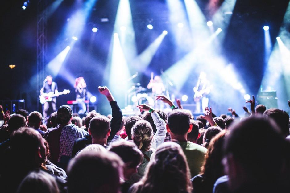 Koronawirus: Odwołanie imprez masowych to ogromne straty