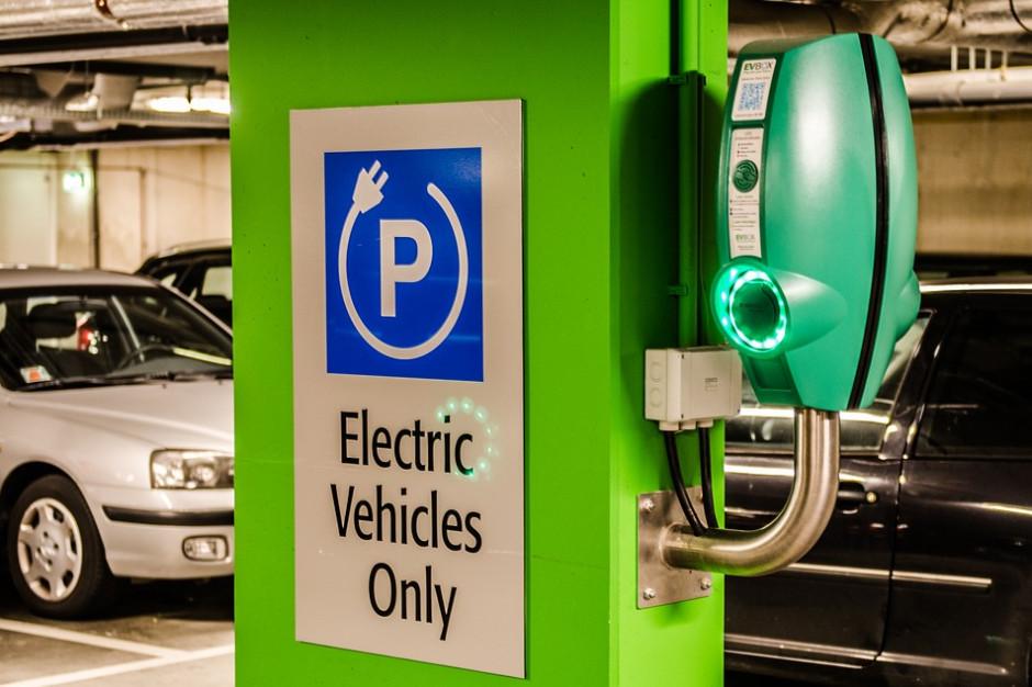 Urzędnicy w Olsztynie pytają o lokalizację stacji ładowania pojazdów elektrycznych