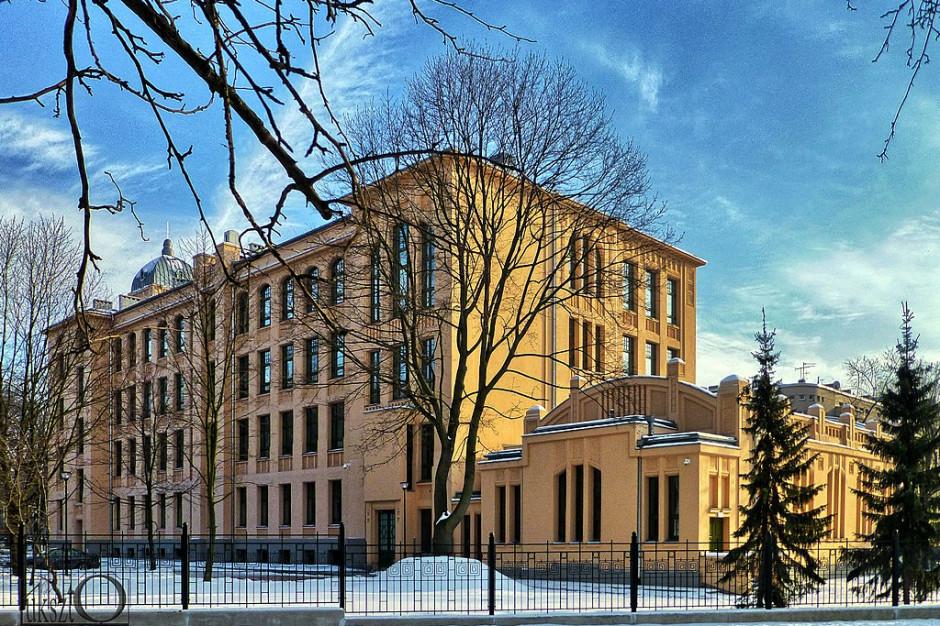 Władze łódzkich uczelni zalecają studentom opuszczenie akademików