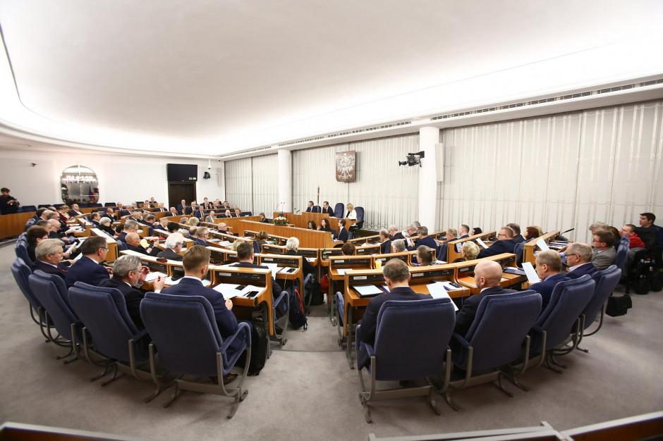 Senat przyjął uchwałę w 30. rocznicę odrodzenia samorządu terytorialnego
