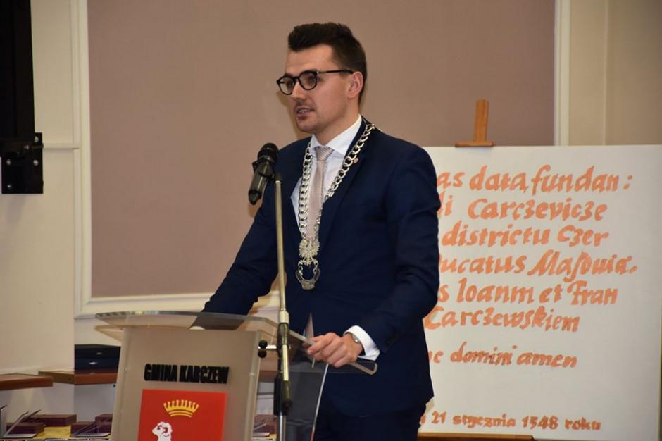 Mazowieckie: Burmistrzowie Karczewa i Józefowa na kwarantannie po spotkaniu z ministrem środowiska