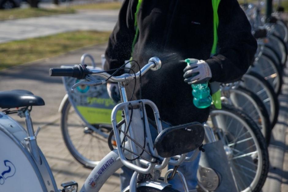 Rower miejski w Warszawie funkcjonuje normalnie, ale jednoślady są dezynfekowane