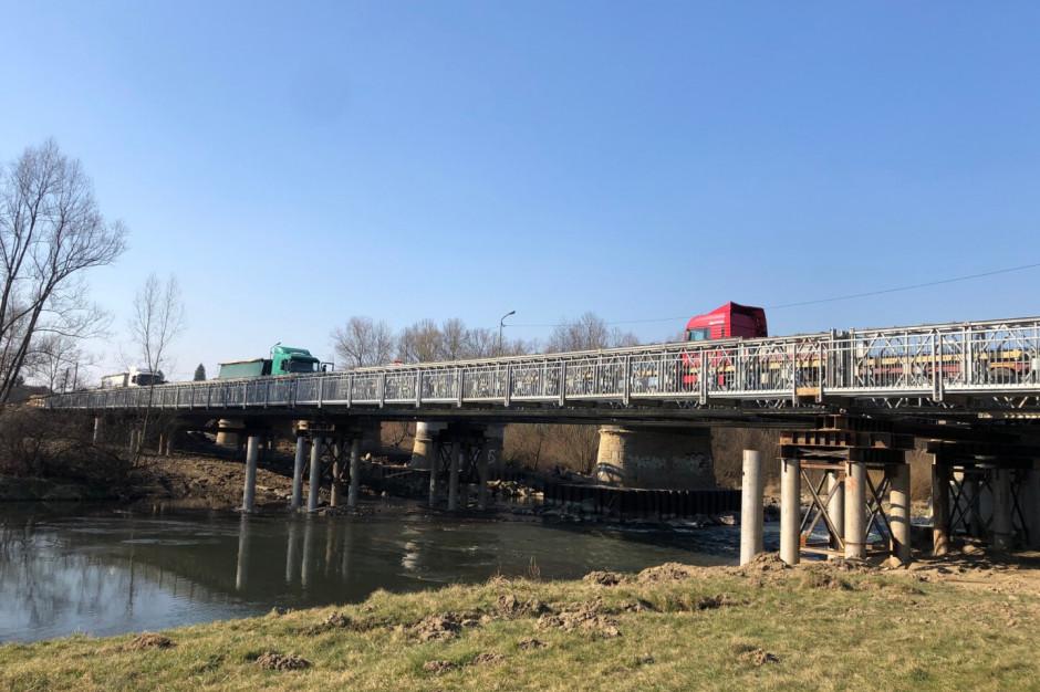 Wadowice: Budowa mostu zastępczego na Skawie dobiega końca