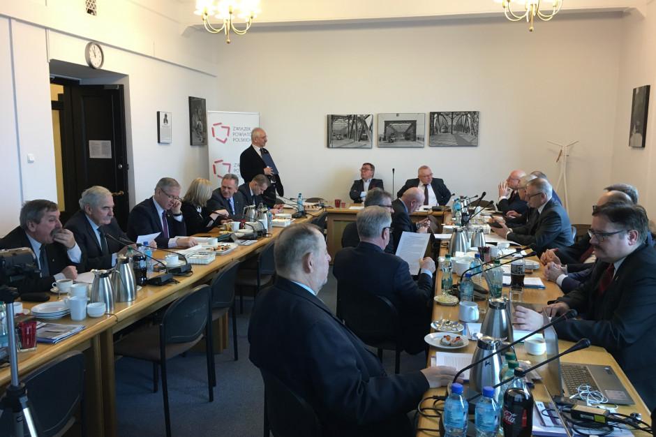 Związek Powiatów Polskich: organizacja sesji w trybie zdalnym jest niedopuszczalna