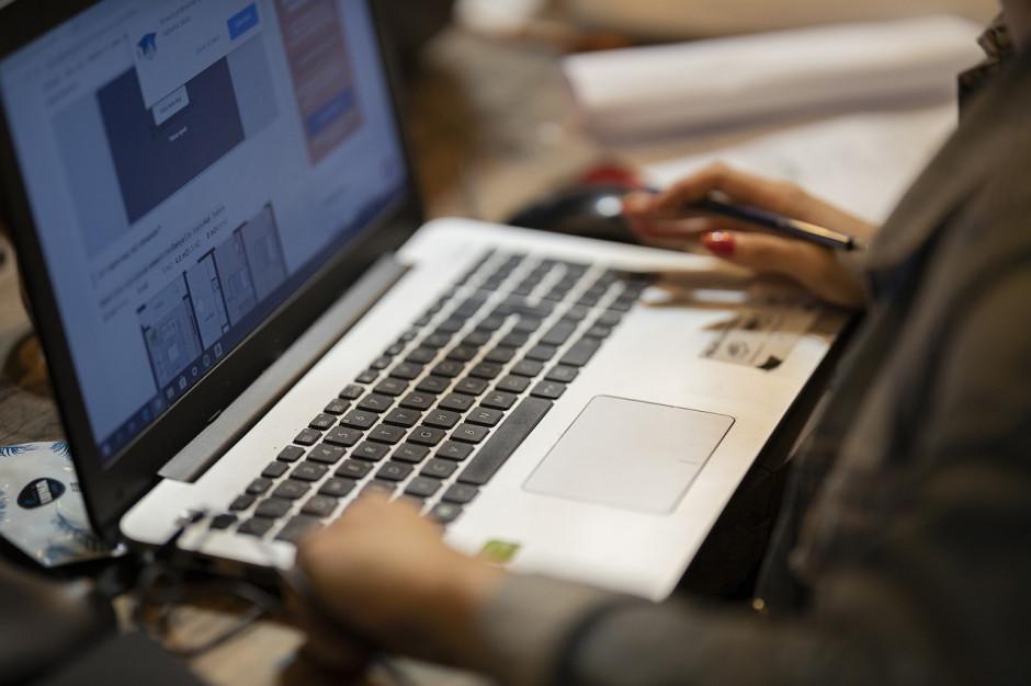 Sesje online. Jak je organizować w małej gminie