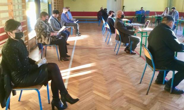 Sesja w sali gimnastyczne w Koźminku (fot. Iwona Michniewicz/FB)