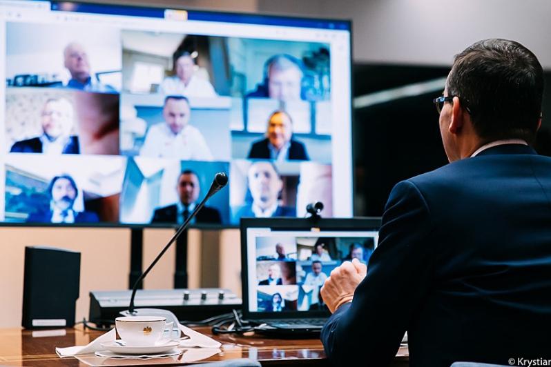 Premier Mateusz Morawiecki podczas wideokonferencji (fot. Krystian Maj/KPRM)