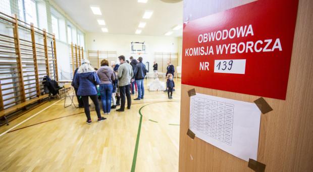 Rząd przekłada wybory w gminach. O dwa tygodnie