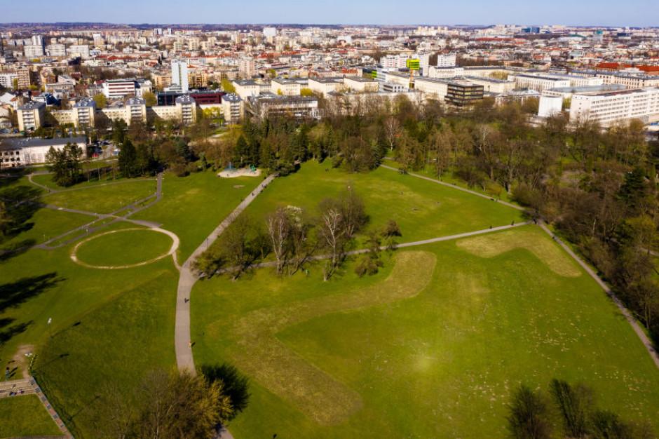 Wszystkie ogrodzone parki w Krakowie zamknięte do odwołania