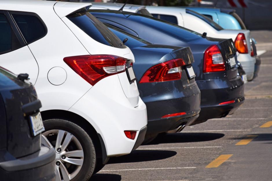 Kierowcy mają problemy z odebraniem tablic rejestracyjnych
