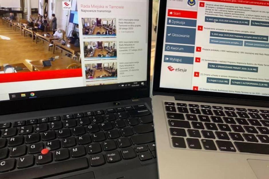 Warszawa: Sesja rady miasta na YouTube