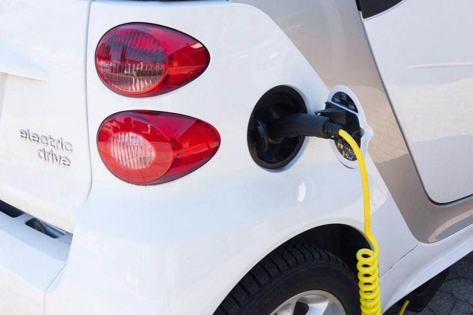 Ładowanie samochodów z ulicznych lamp. Energa startuje z pilotażem w Gdyni