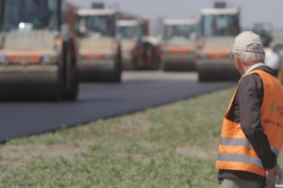 Kuajwsko-pomorskie: Wojewoda przekazał symboliczne czeki na drogi lokalne