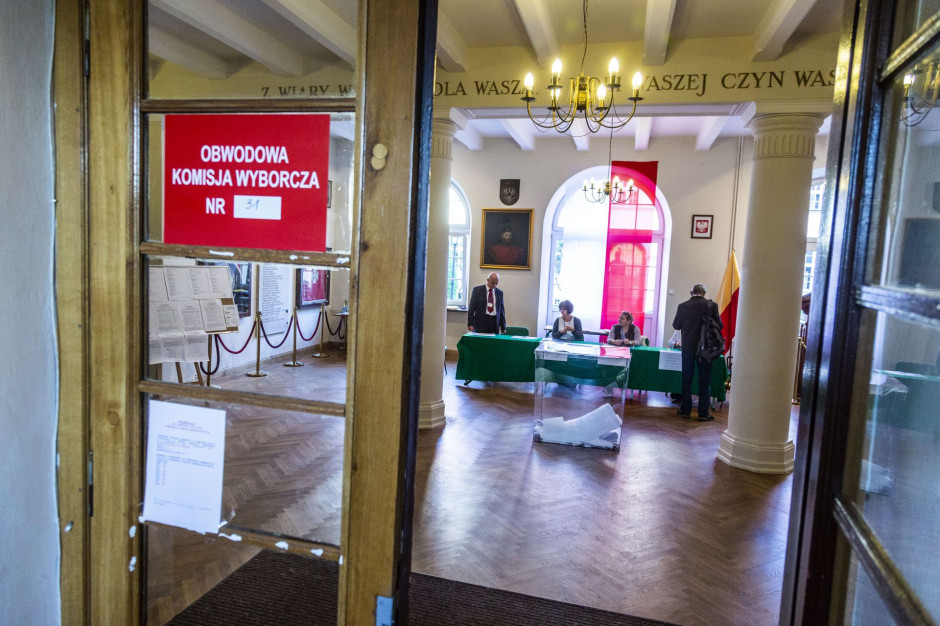 W całej Polsce blisko 207 tys. osób w ponad 27 tys. obwodowych komisjach wyborczych