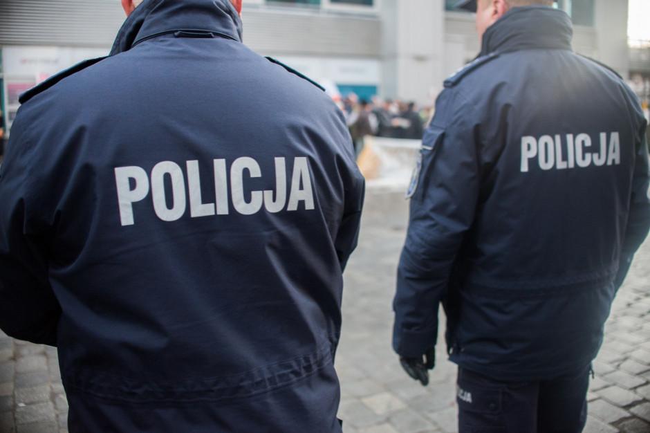 Ostatniej doby policjanci sprawdzili ponad 84 tys. osób poddanych kwarantannie; 217 naruszeń