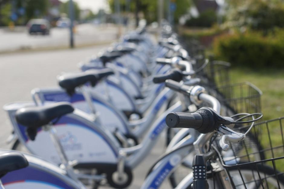Rower miejski powraca. Jak korzystać z niego bezpiecznie?